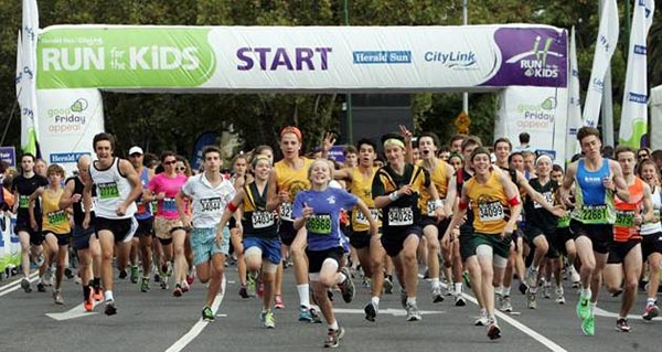 01/04/2012 NEWS: Herald Sun Run for the kids. Start of 5 km event.
